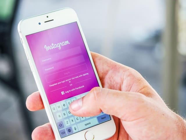 You are currently viewing 4 Best Ways on How to earn money by Instagram(2021)?